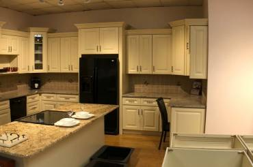 Choices in White Kitchen Cabinets